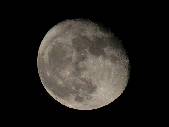 21/03/11 @ 23.39 Shot using a Canon 350D unmodified, on an 80ED DS Pro Scope mounted on a Manfrotto 190V camera tripod