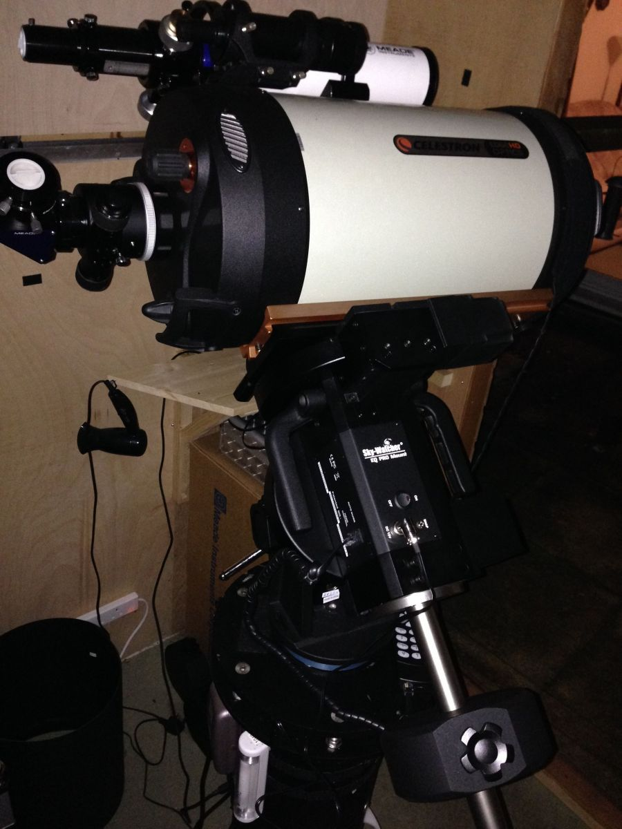 EQ8, EdgeHD 1100 and Meade 80mm APO snug at home: Side view