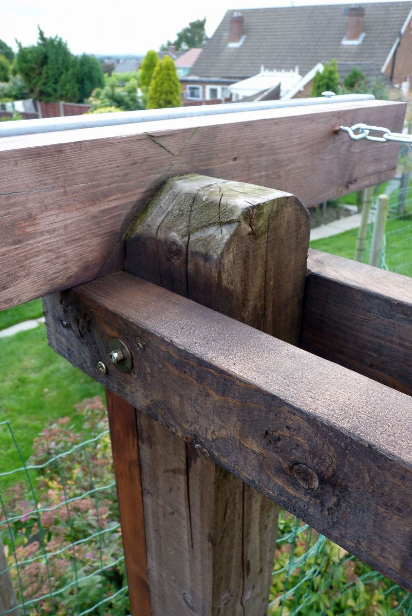 ROR post top good side, this side hasn't warped and is OK.
