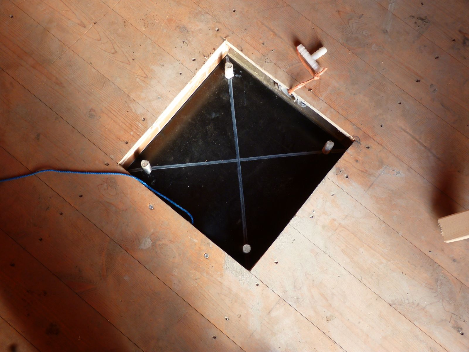 Pier mount rubber, approx 10mm thick, to help isolate the metal pier & cut down condensation.