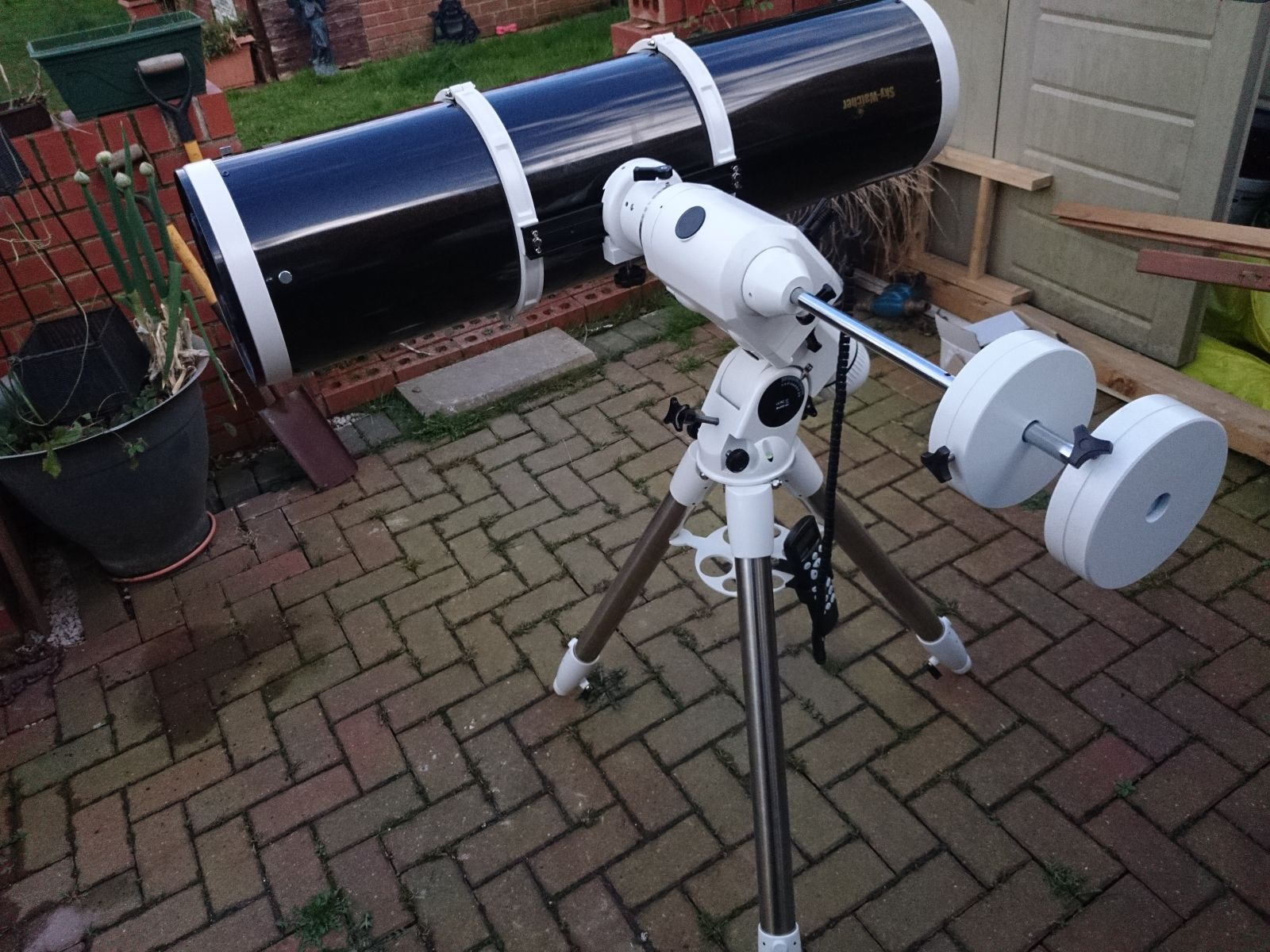 Skywatcher 250pds and Neq6 pro mount.