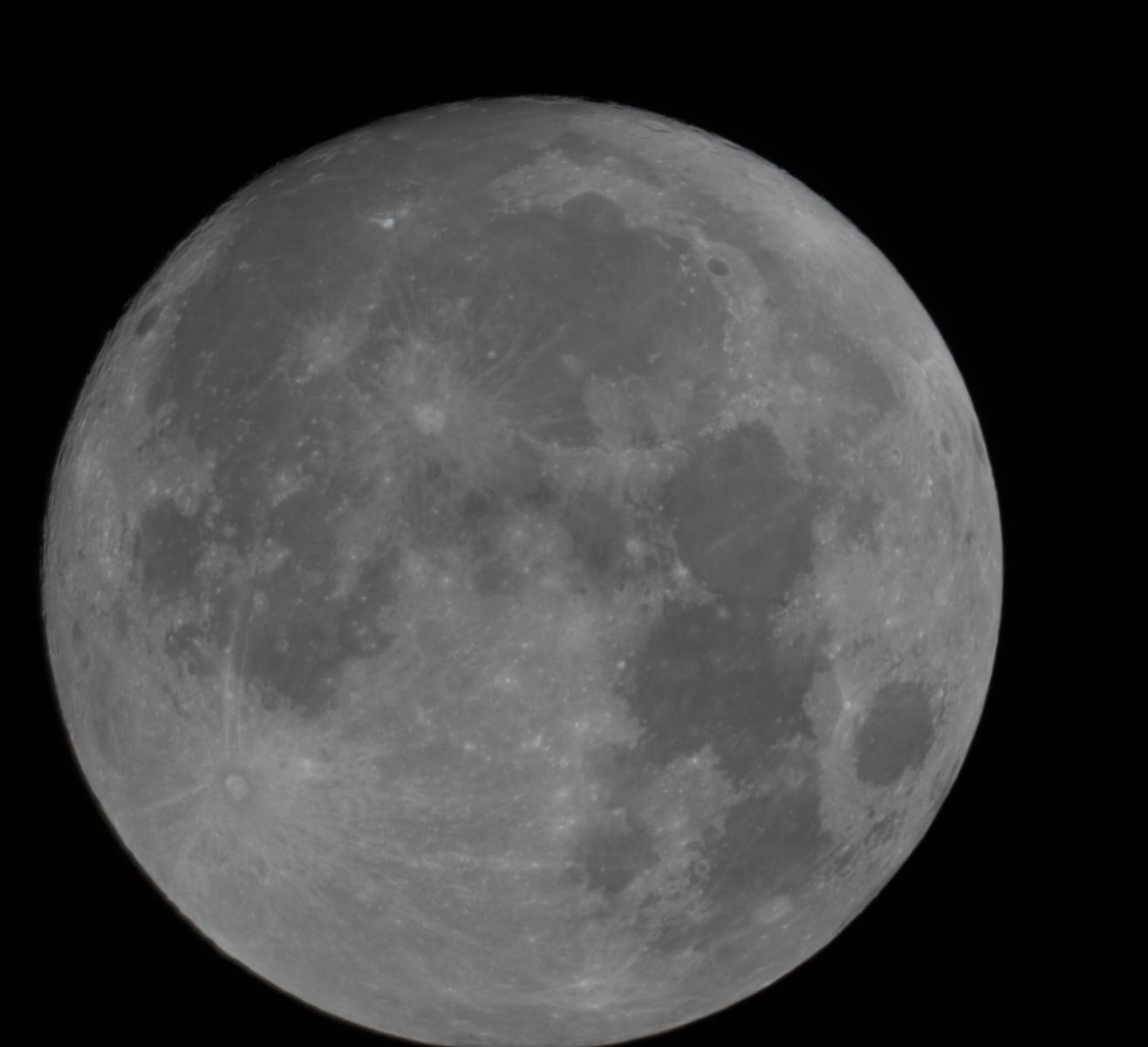 Full moon- stacked only the last 10 images of the session, PIPP and Autostakkert