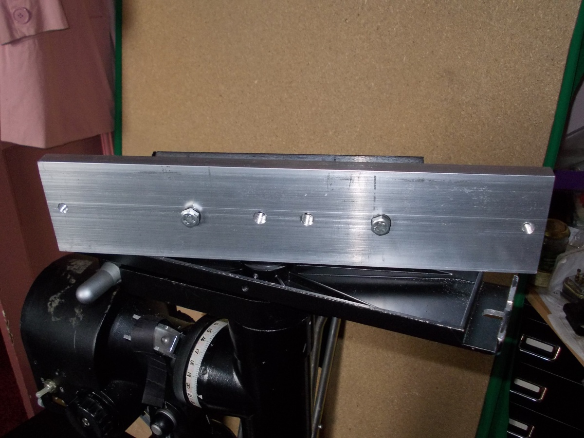 Showing the underside of the plate and the M8 setscrews holding on the 200K dovetail.