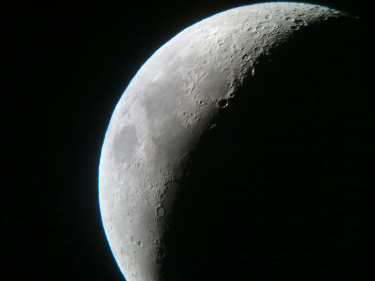 Taken with my camera phone(3.2 megapixel with 200p on eq5 18.5.10
