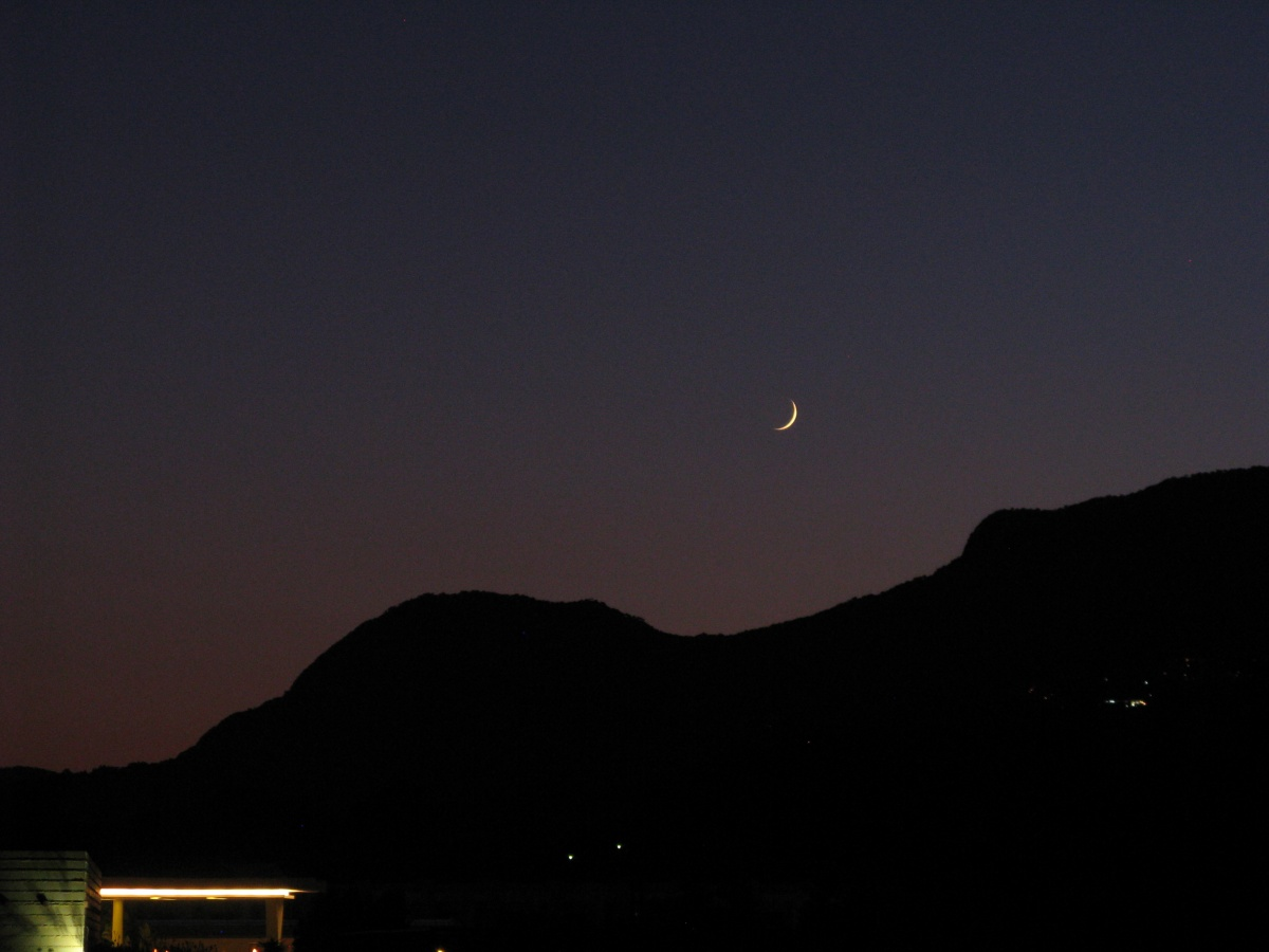 Cresent moon turkey 04/07/2011