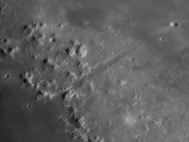 Vallis Alpes Moon barlow x2 01 04 2012 23 06 27 Crop
