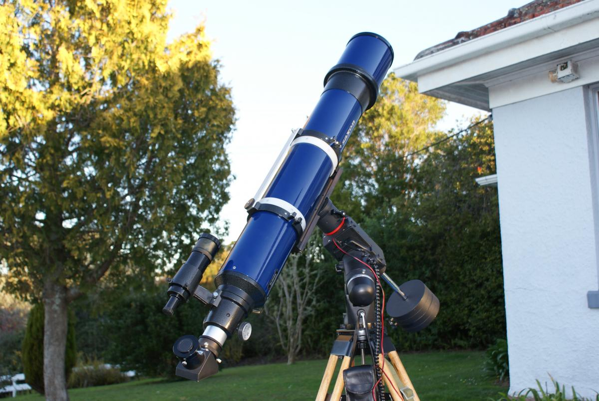 Mm refractor vs mm reflector getting started equipment