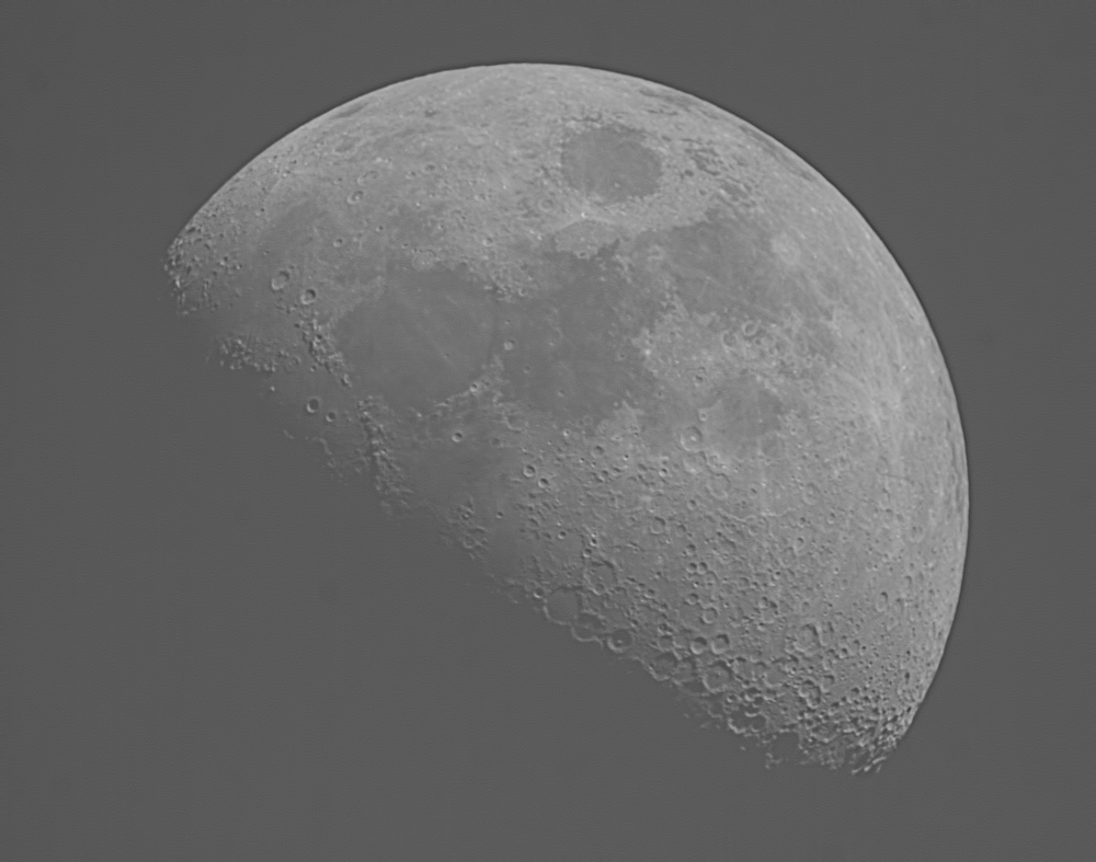 moon 14-5-16 1700 3 bnw.png