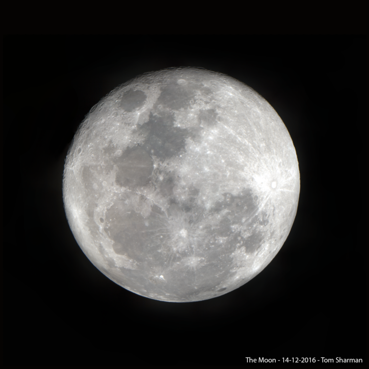 TheMoon1680x1680.png