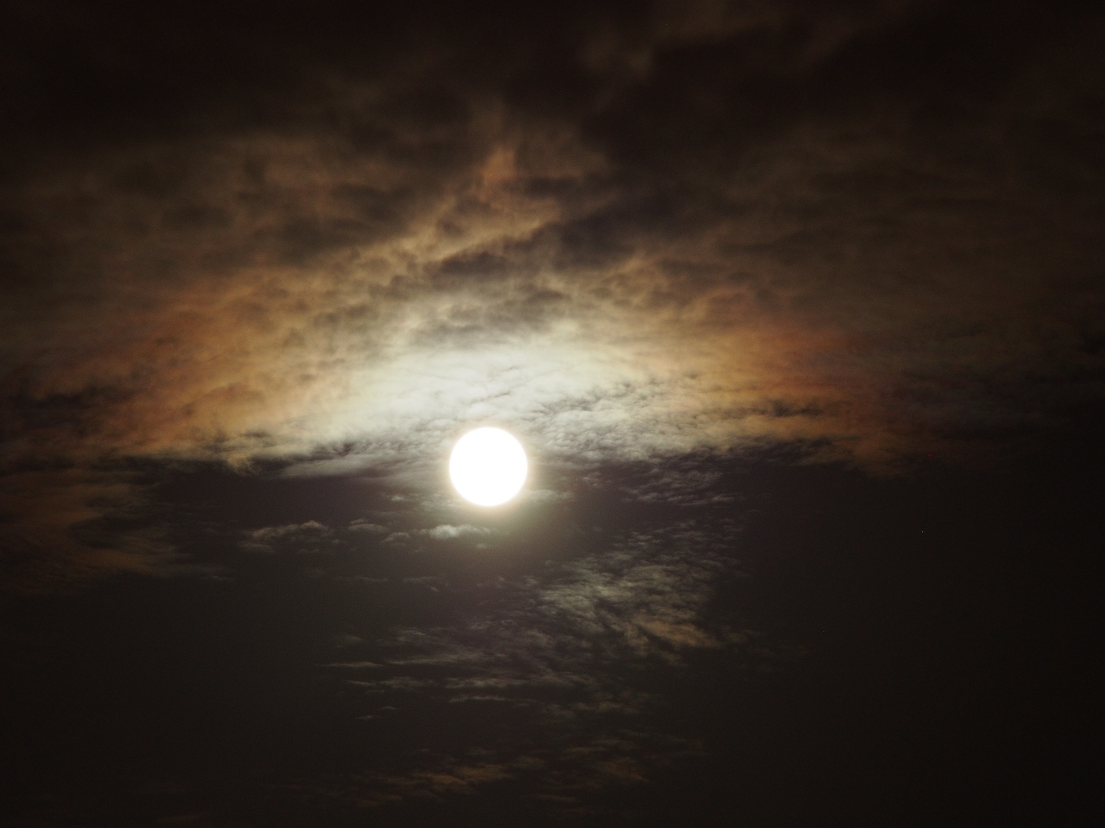 20170609 full moon clouds (7565)