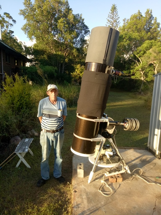 Skywatcher 14 inch telescope on Mesu Mount.jpg