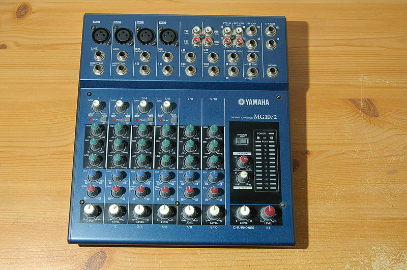 800px-Yamaha_MG10_2_Mixing_Console_on_wood_table.jpg.908baa2dd7e0ea5189e7ef5162aa7882.jpg