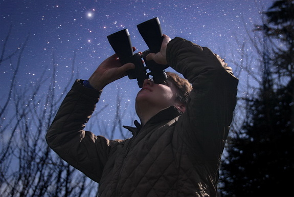1.-How-to-use-your-binoculars-for-stargazing.jpg.a1388d332fa45ddf1e8369579bf1f115.jpg